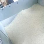 こだわりのお米を製粉します。お煎餅に適する きめの細かい上質な米粉に仕上げます。