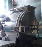 じっくりと時間をかけて蒸しあげ、お米のもち「しん粉 餅」を作ります。その時に、蒸し機から吹き出す蒸気の、 ほんのり甘~いお米の香りが工場内に漂います。